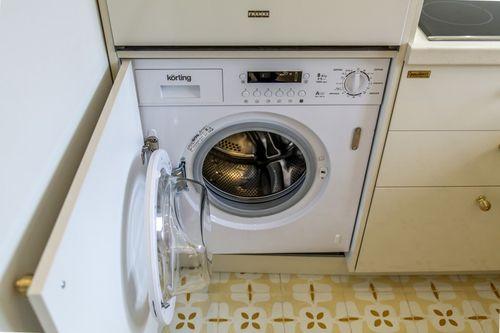 Встроенная машинка на кухне