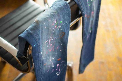 Испачканные джинсы