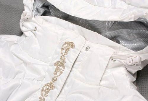 Белая куртка из мембраны